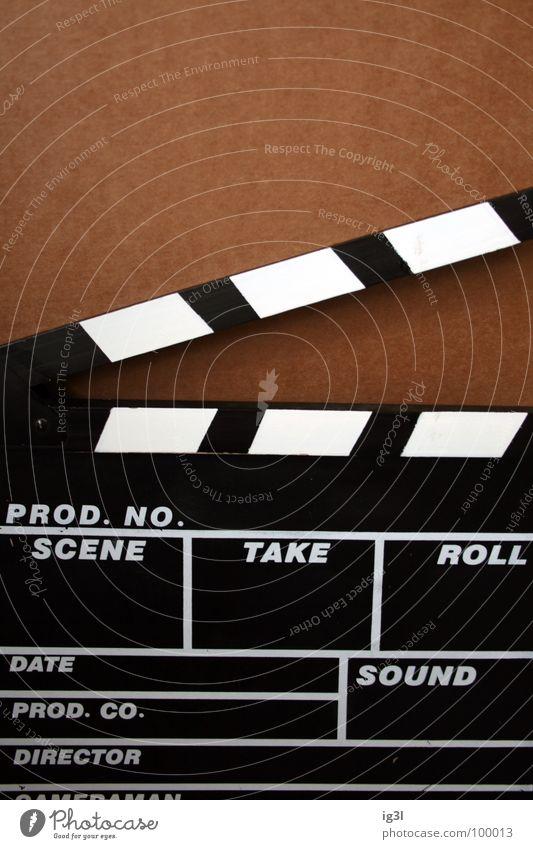 film ab! Regie Regisseure Filmindustrie Fernsehen Klappe Holz Ziffern & Zahlen Synchronisation Fotografie Spielfilm Reihe schwarz weiß parallel braun flach
