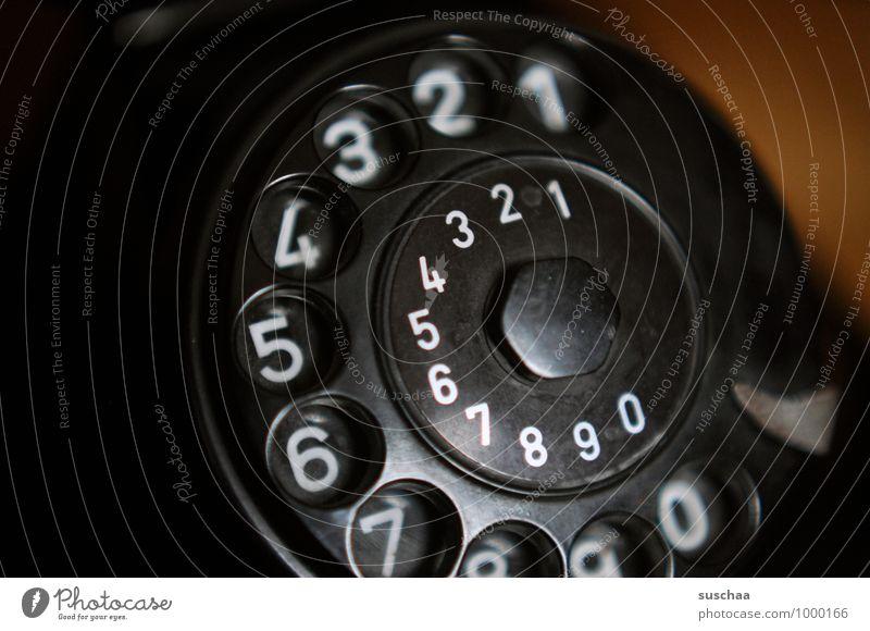 1 2 3 4 5 6 7 ... Kunststoff Ziffern & Zahlen dunkel retro schwarz Telefon Wählscheibe alt rund Bakelit Farbfoto Gedeckte Farben Innenaufnahme Nahaufnahme