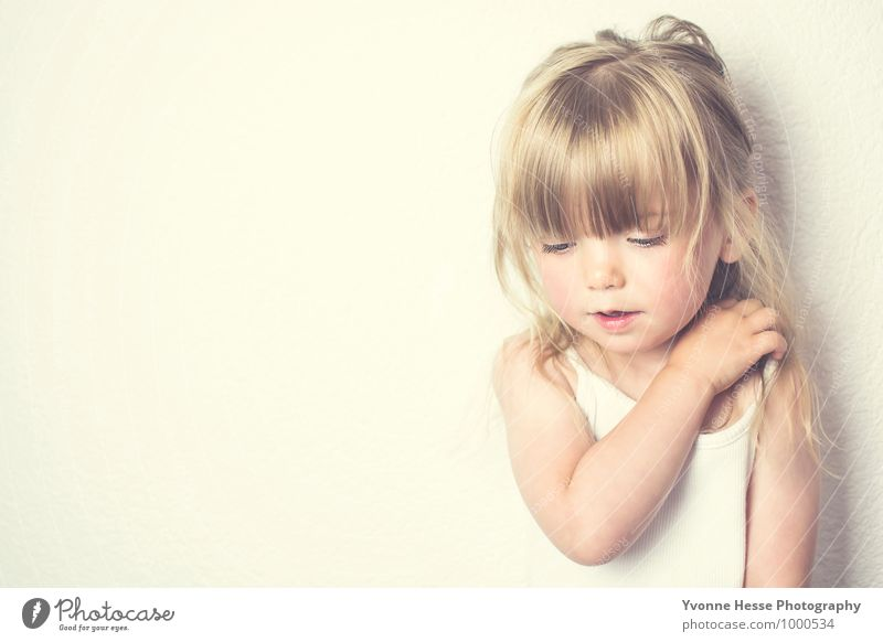 """""""Sterne fallen nicht vom Himmel sie werden geboren"""" Mensch Kind schön Mädchen Gesicht Auge feminin Liebe Glück Haare & Frisuren Kopf Mode Lifestyle träumen"""