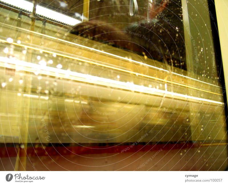 Lichtzug gelb Fenster Eisenbahn Geschwindigkeit Aktion Streifen Zugabteil Lichtstreifen