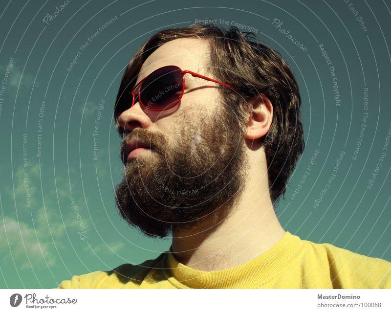 Himmelhochjauchzend Mann Bart Vollbart Sonnenbrille Wolken grün gelb Porträt Selbstportrait Pornobrille lässig trist Langeweile Gegenteil Sommer Außenaufnahme