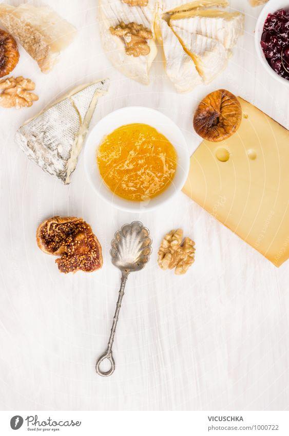 Käse Sorten mit Feigen Senfsoße und Löffel Lebensmittel Frucht Dessert Marmelade Ernährung Festessen Geschirr Schalen & Schüsseln Stil Design weich Saucen