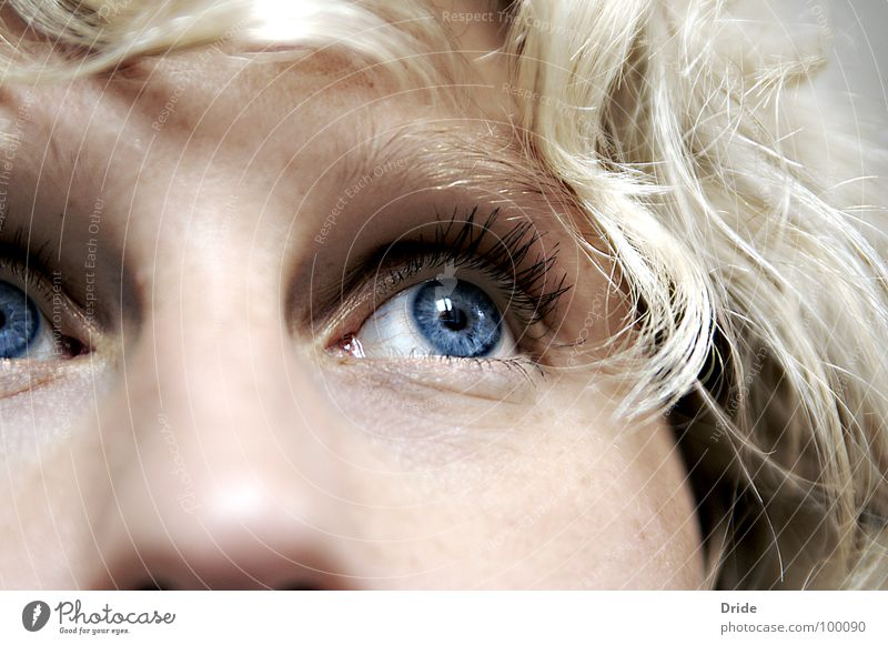 Wo bist du? Frau blau Auge Einsamkeit Traurigkeit blond Trauer Sehnsucht Verzweiflung bewegungslos Zweifel