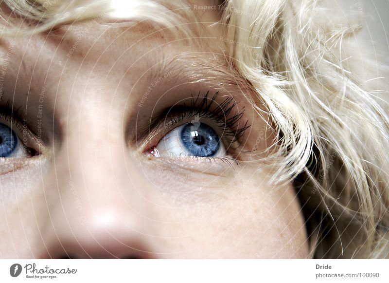 Wo bist du? Sehnsucht Einsamkeit blond Trauer bewegungslos Verzweiflung Frau Zweifel Auge blau Traurigkeit
