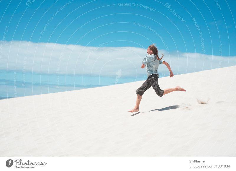 313 Himmel Kind Ferien & Urlaub & Reisen Jugendliche Sommer Freude Junger Mann Strand Ferne Berge u. Gebirge Leben Küste Freiheit Sand springen Lifestyle
