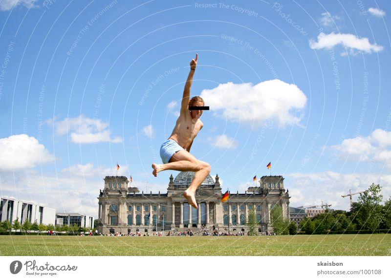 galionsfigur Mensch grün Sommer Freude Wiese Spielen Berlin Wärme springen Kunst Deutschland Körper fliegen hoch groß außergewöhnlich