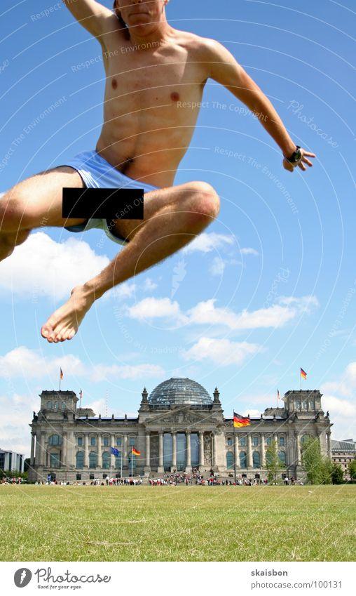 und diesmal... Mensch grün Sommer Freude Wiese Spielen Berlin Wärme springen Kunst Deutschland Körper fliegen hoch groß außergewöhnlich