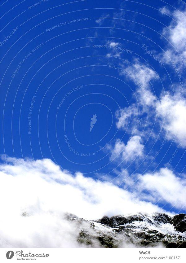 Berge im Wolkenkranz blau Wolken Berge u. Gebirge wandern Nebel Felsen Freizeit & Hobby Klettern Bergsteigen aufsteigen Bergsteiger Abstieg Bergkamm