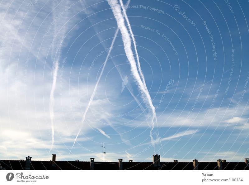 TicTacToe in the sky Himmel Wolken Luftverkehr offen Vergänglichkeit Schönes Wetter Dach viele Fernweh Schornstein Ehrlichkeit Antenne kreuzen gekreuzt Kondensstreifen Wolkenformation