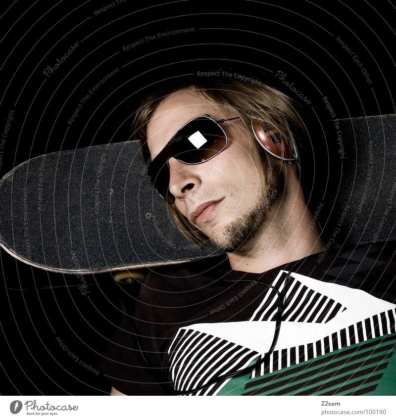 music in my ears Mann Jugendliche weiß grün schwarz Gesicht Erholung Kopf Stil Denken Mode Musik blond Coolness Brille T-Shirt