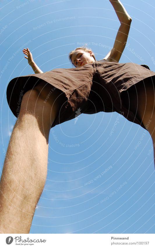equilibrium II Himmel Freude Freiheit Tanzen Zufriedenheit fliegen Geschwindigkeit Seil Suche Schnur Schönes Wetter dünn Konzentration Hose Sturz Momentaufnahme