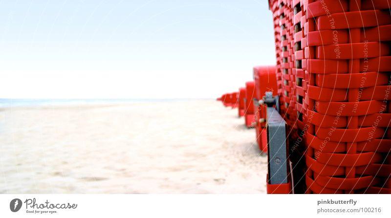Spionage am Strand... Himmel Sonne Meer blau rot Sommer Strand Ferien & Urlaub & Reisen Erholung Gefühle Sand braun Wellen Küste Wellness Streifen