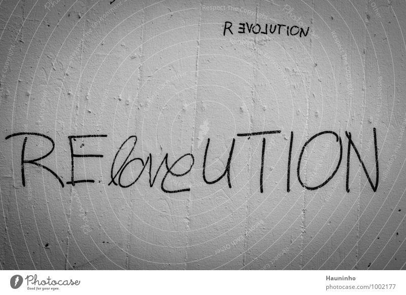 Reloveution Stadt weiß schwarz Leben Wand Graffiti Gefühle Liebe Mauer Stein Fassade trist Schriftzeichen Beton Zukunft Kultur