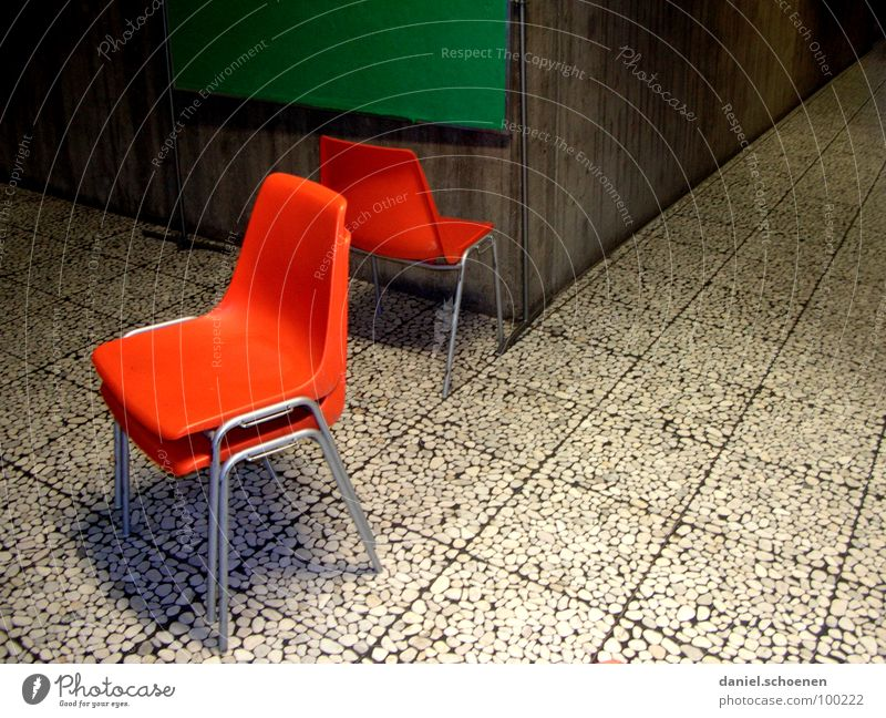 schöner Lernen Teil 2 Ferien & Urlaub & Reisen grün Schule orange Perspektive Bodenbelag Stuhl Bildung Fliesen u. Kacheln Langeweile Flur Frustration