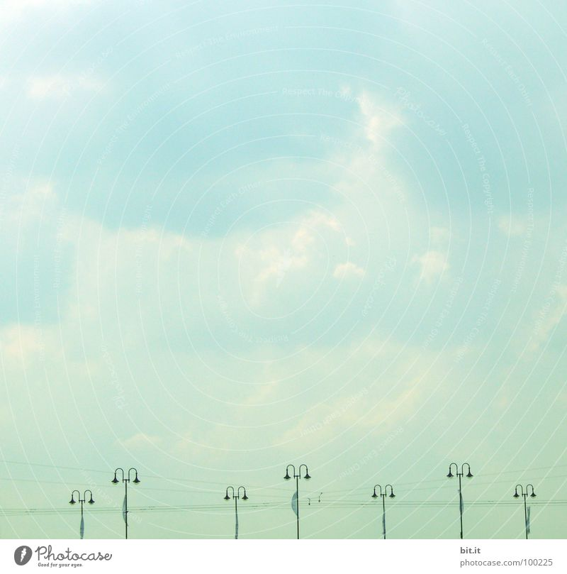 LAMPENSTROM Ferien & Urlaub & Reisen Kabel Technik & Technologie Energiewirtschaft Himmel Brücke stehen blau grün weiß Elektrizität türkis stromversorgung