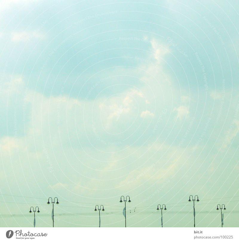 LAMPENSTROM Himmel weiß grün blau Ferien & Urlaub & Reisen Wolken Linie Brücke Energiewirtschaft Elektrizität Technik & Technologie Kabel stehen Laterne türkis Straßenbeleuchtung