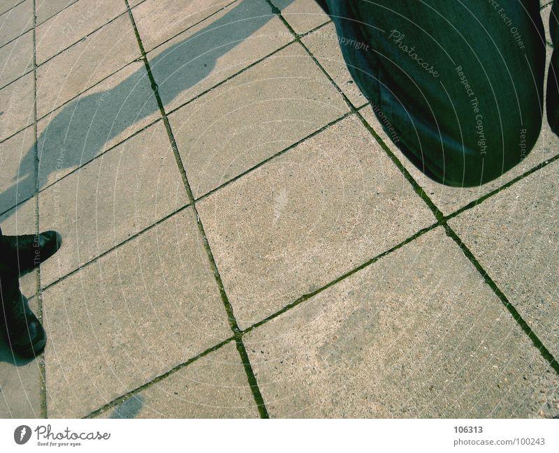 WO IST DER BALL? blau weiß Stadt Freude schwarz Erholung Straße Wiese Spielen Gras Bewegung Sand springen Beine Fuß Hintergrundbild