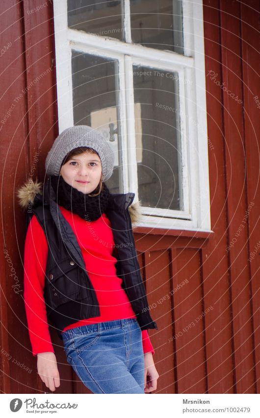 Kalte Tage Stil harmonisch Zufriedenheit Erholung Winter Winterurlaub Mensch feminin Kind Mädchen Kindheit Jugendliche 1 8-13 Jahre Herbst Wetter Hütte Ruine