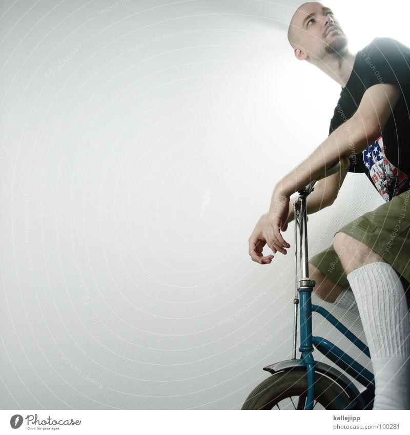 don martin Mann Jugendliche Hand Wand Beine Fahrrad Arme Raum modern Finger maskulin T-Shirt Hose Dynamik Strümpfe trendy