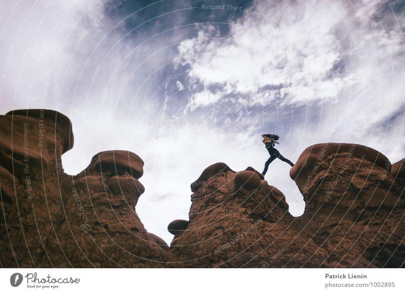Desert High Mensch Frau Natur Ferien & Urlaub & Reisen Jugendliche Junge Frau Erholung Landschaft ruhig Erwachsene Umwelt Leben feminin Freiheit Zufriedenheit