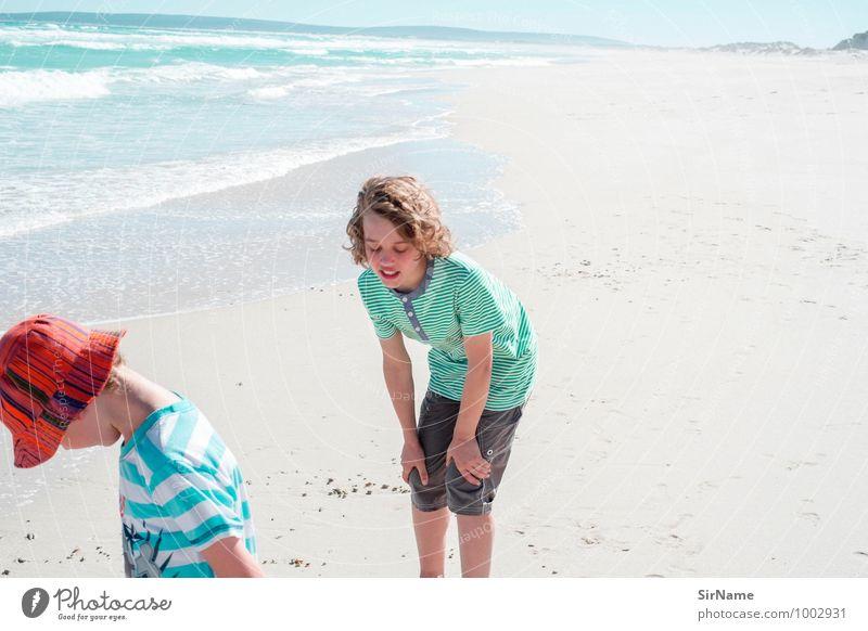 299 [entdeckungen am strand] Mensch Kind Ferien & Urlaub & Reisen Jugendliche Sommer Meer Strand Ferne Wärme Junge Spielen Freiheit Lifestyle Zusammensein