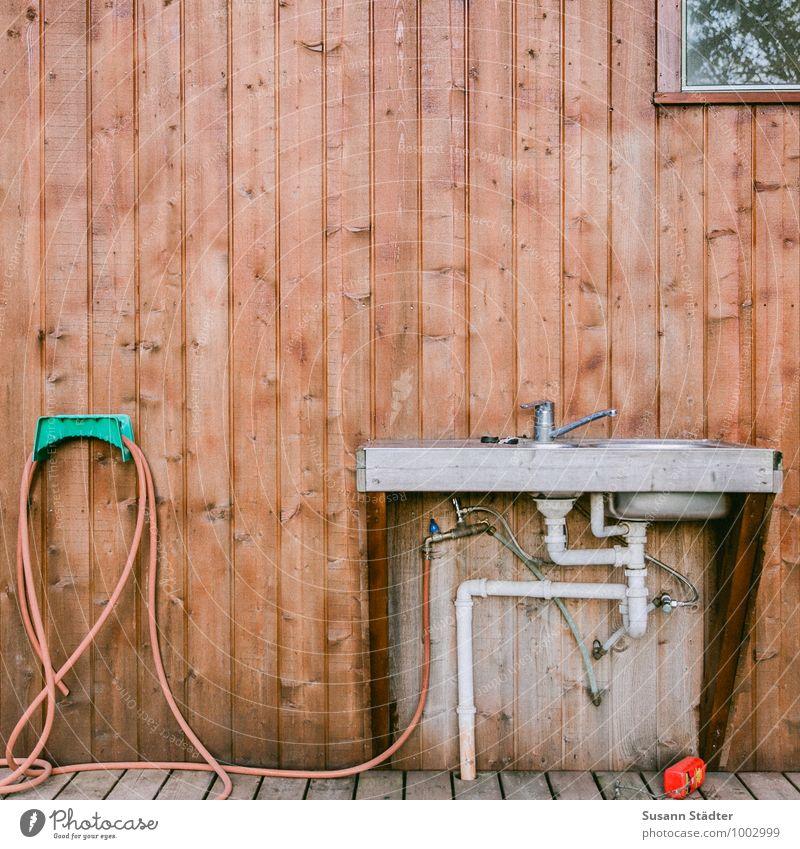 fresh water Camping Sauberkeit Wasserschlauch außenküche Waschbecken Holzwand Abfluss Abflussrohr syffon Mischbatterie Schlauchaufhängung Waschtisch Fenster