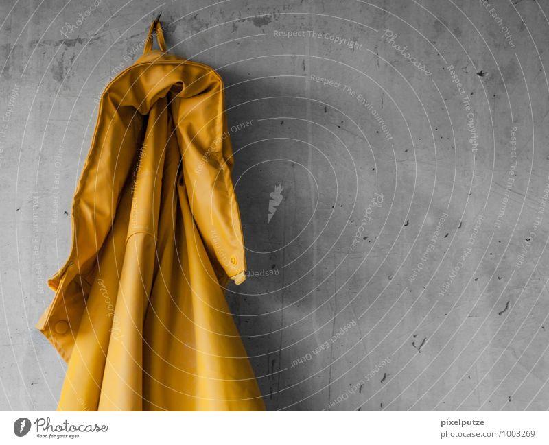 An den Nagel gehängt Handwerker Baustelle Feierabend Mauer Wand Arbeitsbekleidung Jacke Arbeit & Erwerbstätigkeit hängen Farbfoto Innenaufnahme Menschenleer