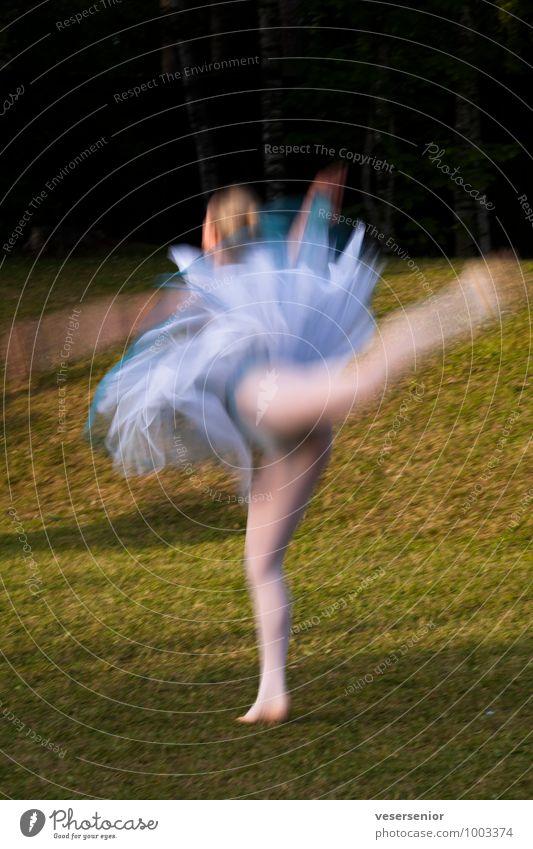 schwere leichtigkeit feminin Junge Frau Jugendliche 1 Mensch Balletttänzer Bewegung Tanzen ästhetisch elegant dünn schön Leidenschaft fleißig diszipliniert