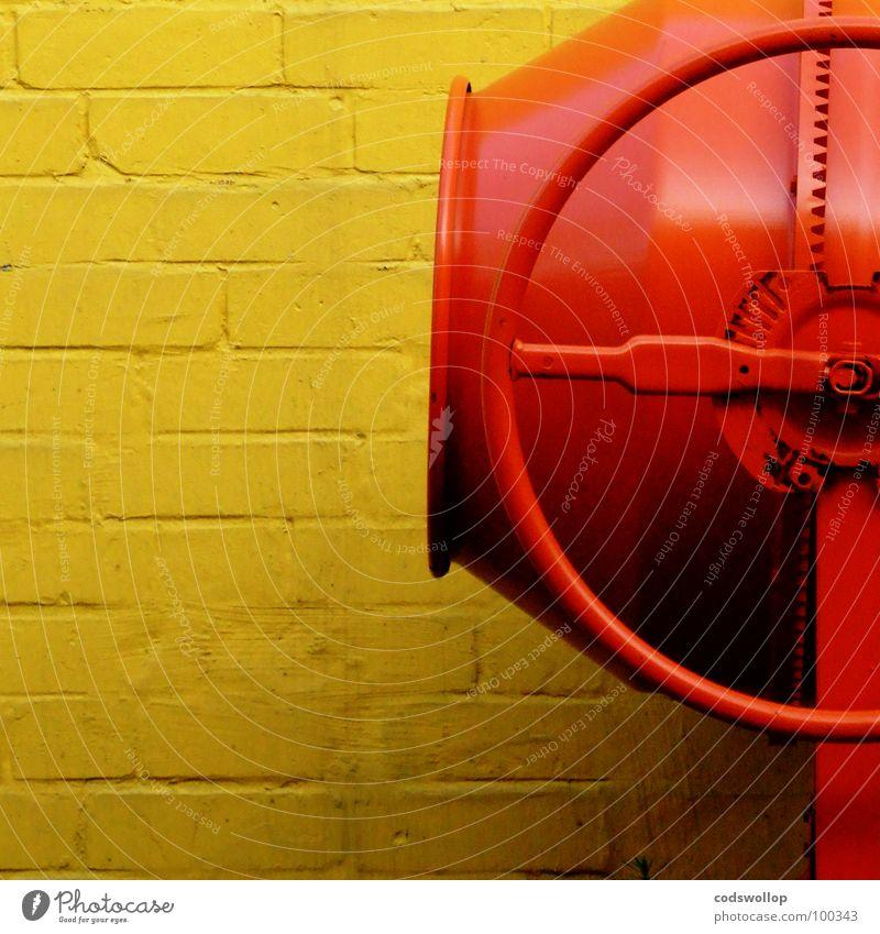 player one gelb Arbeit & Erwerbstätigkeit Wand Mauer Sand orange Kunst Industrie Baustelle Mischung Kunsthandwerk Musikmischpult Automatisierung Fachmann Mischmaschine Portland