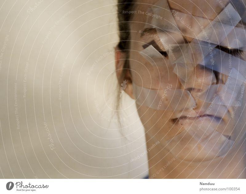 verboten Frau Mensch Jugendliche schön Gesicht Erwachsene Haut 18-30 Jahre Schmerz dumm Karton Verbote verbinden Schwäche kleben Moral