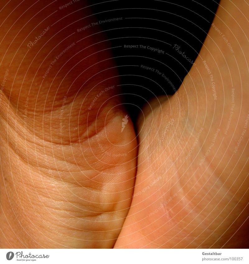 Händehalten. Haut Falte Gelenk Anatomie Hautfarbe gestaltbar Dermatologie Handballen