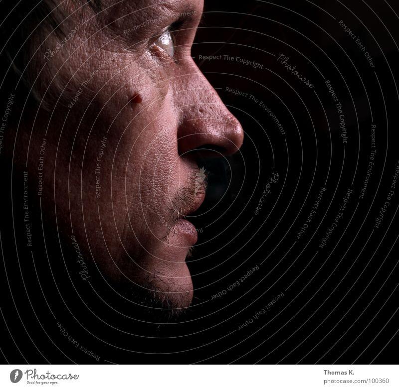 Ruhe Porträt Gesicht ruhig dunkel Denken fixieren Frieden Kopf Mensch Nase Mund Auge