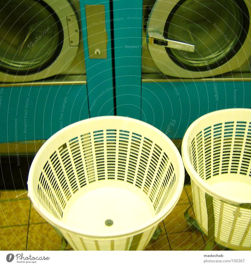 WASCHTAG Waschmaschine zyan Maschine rein weiß Bekleidung Waschmittel Ordnung Sauberkeit Wäschekorb offen retro Stil Waschsalon Langeweile Entertainment schön