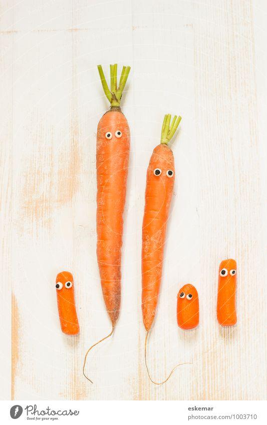 family Gemüse Möhre Kind Baby Eltern Erwachsene Mutter Vater Familie & Verwandtschaft Paar Partner Fröhlichkeit frisch Gesundheit lecker lustig niedlich positiv