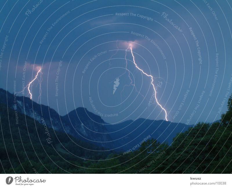 DUO Wolken Blitze Licht Langzeitbelichtung Berge u. Gebirge blau