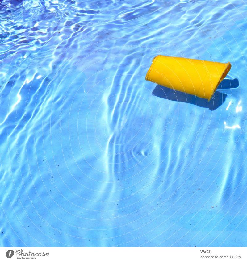 Strandspielzeug blau Wasser Ferien & Urlaub & Reisen Sommer Erholung gelb kalt Küste Freizeit & Hobby Schwimmbad tauchen Becher spritzig Strömung Kinderbecken