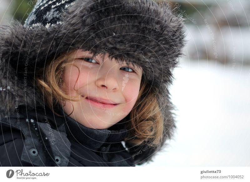 Winterkind Mensch Kind weiß Gesicht Schnee Junge grau Glück Haare & Frisuren Kopf Mode maskulin blond Kindheit Lächeln
