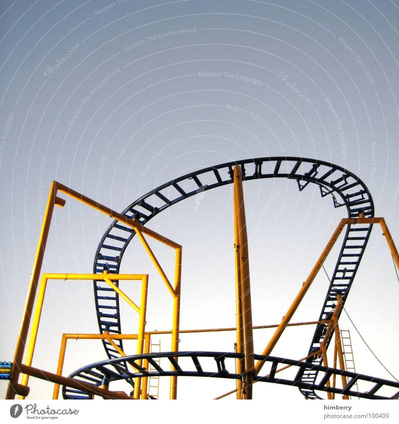 roller coaster time Himmel blau Ferien & Urlaub & Reisen Freude gelb kalt Glück Stil Feste & Feiern Angst groß Design Geschwindigkeit Tourismus Lifestyle