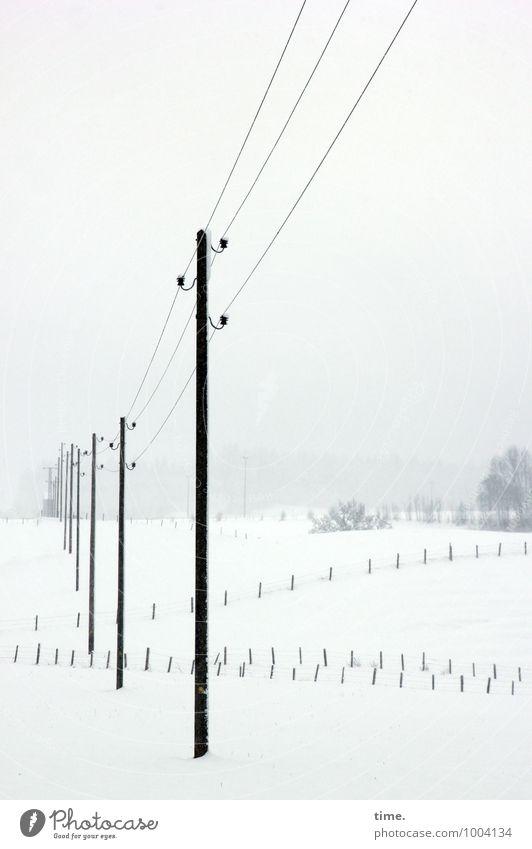 Überlebenslinien Himmel Winter kalt Schnee Wege & Pfade Zeit Horizont Energiewirtschaft Perspektive Technik & Technologie Schutz Hoffnung