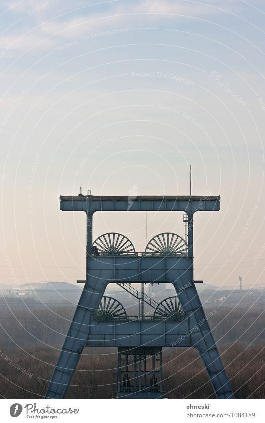 Ruhrpott Wirtschaft Industrie Energiewirtschaft Ruhrgebiet Schalke 04 Gelsenkirchen Industrieanlage Architektur Förderturm Zeche Ewald modern Nostalgie