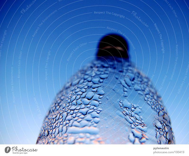 PET Romantik hell-blau Wassertropfen Sommer Physik Erfrischung Ernährung Flasche Statue Himmel Gully Wärme D80