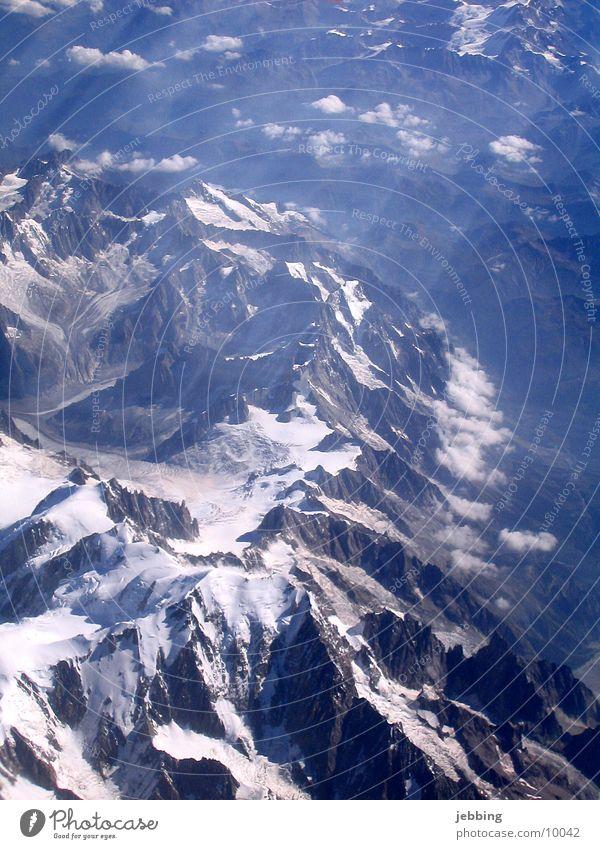 Mont Blanc Vogelperspektive Gipfel Frankreich Flugzeug Gletscher viertausender Alpen Berge u. Gebirge überflogen Schnee fliegen france glacer alps mountains