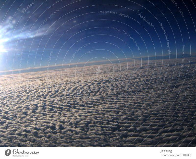 Über den Wolken Himmel Wolken Flugzeug fliegen hoch Aussicht Abdeckung