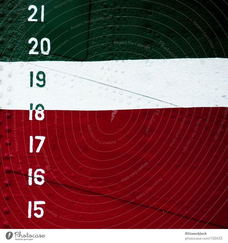 Foto mit Tiefgang weiß grün rot Farbe Wasserfahrzeug Metall Ziffern & Zahlen Hafen Schifffahrt Meter Niete Tiefgang genietet Schiffsrumpf