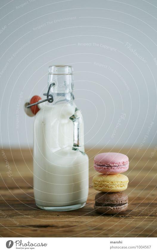 MILK & CANDYS schön Essen Lebensmittel Stimmung Foodfotografie Ernährung Getränk trinken lecker Süßwaren Flasche Dessert Milch Holztisch Snack Kalorie