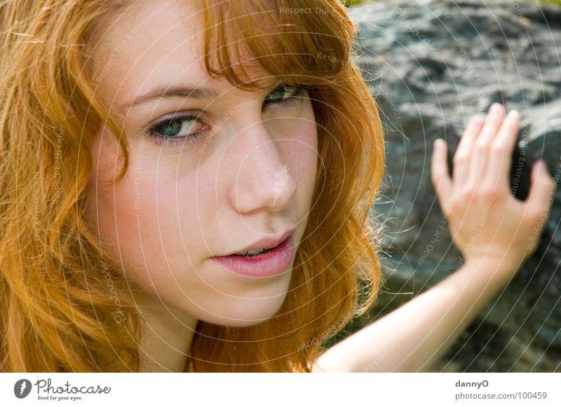 sunny day Hand blond Freude Sommer schön Stein Haare & Frisuren Auge Mund Gesicht Nase Arme Graffiti Blick