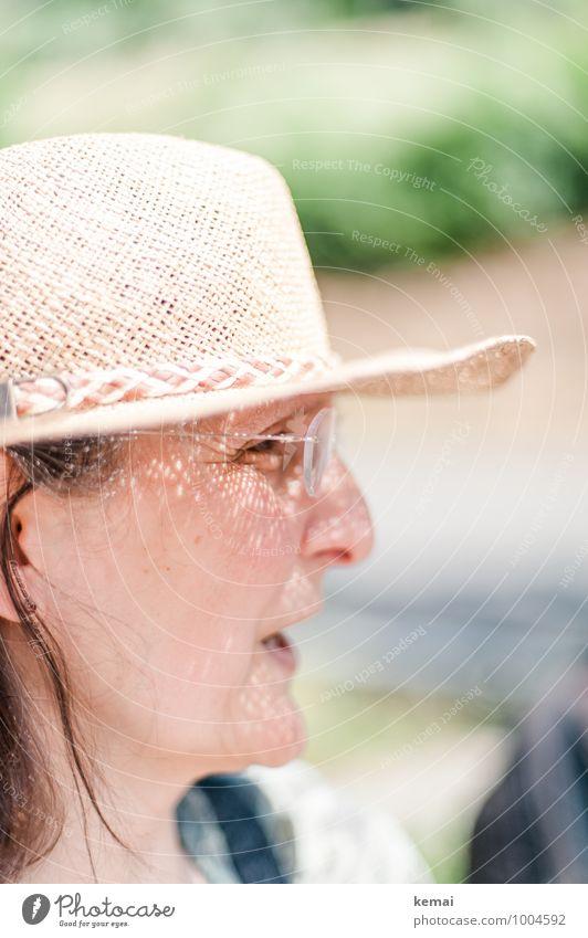 Hut mit Krempe Mensch Frau Ferien & Urlaub & Reisen Sommer Sonne Erwachsene Leben feminin sprechen hell Kopf Lifestyle Freizeit & Hobby Tourismus 45-60 Jahre
