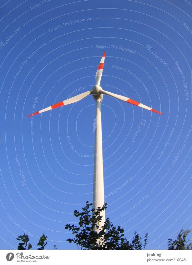 Windrad Himmel blau Energiewirtschaft Elektrizität Technik & Technologie Kabel Flügel Windkraftanlage drehen Stromkraftwerke Mühle Elektrisches Gerät