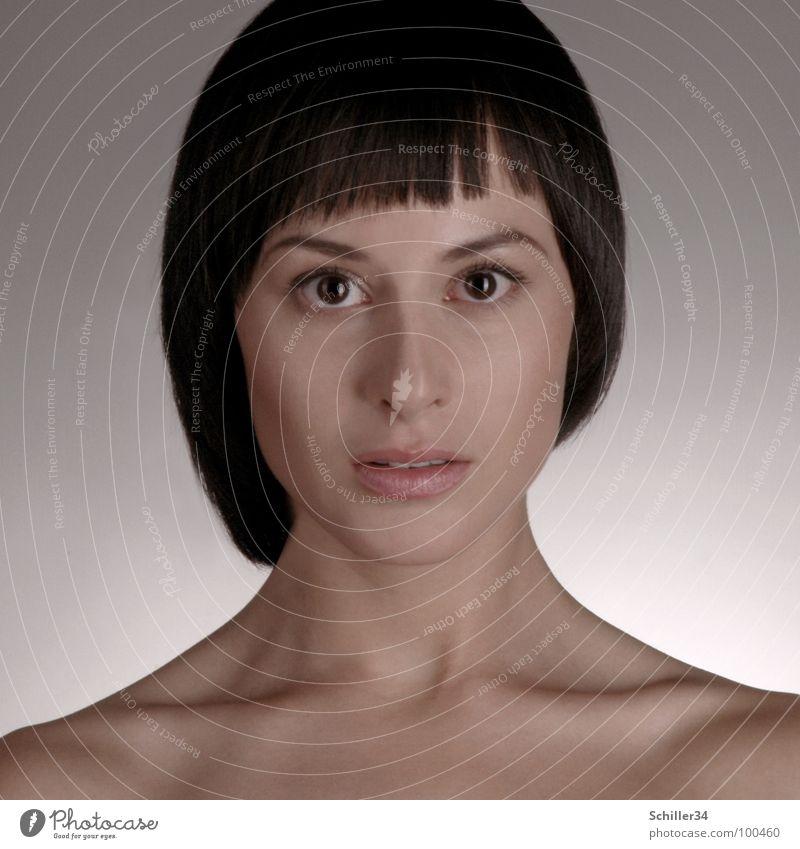 gschpænli 03 Frau weiß schön schwarz Gesicht Auge dunkel Wand nackt Haare & Frisuren grau Stil Junge Frau hell Beleuchtung Deutschland