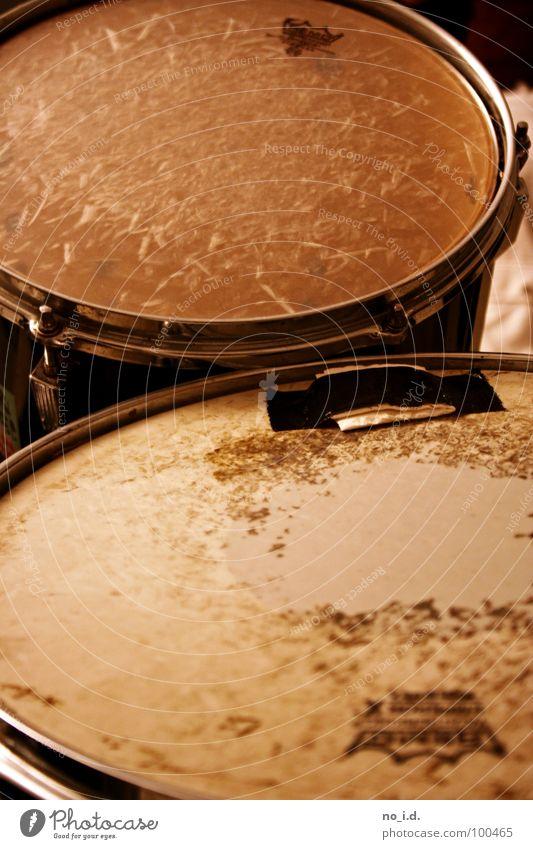Nachschlag Bitte! Schlagzeug Rock 'n' Roll Proberaum Trommel Musik Rhythmus Takt Innenaufnahme Freude Konzert Snare Bassdrum Sticks Schnur Muster